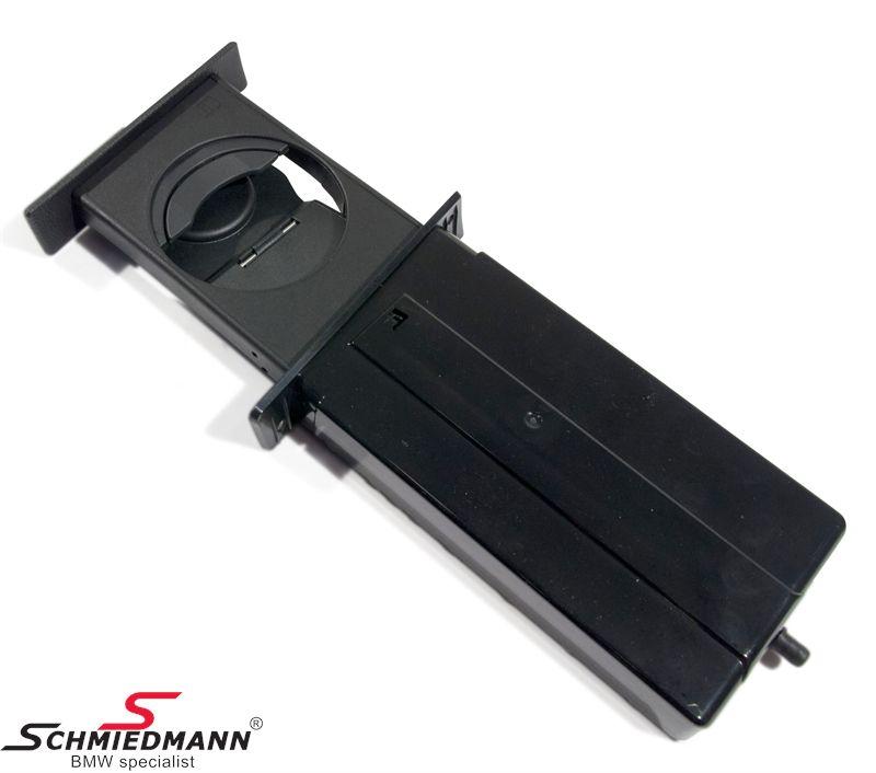 Kopphållare för instrumentbrädan fram  svart  outmost, ej original