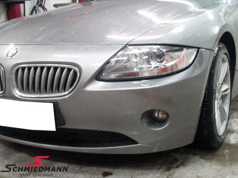 Headlight With White Indicator With Chrome R Side