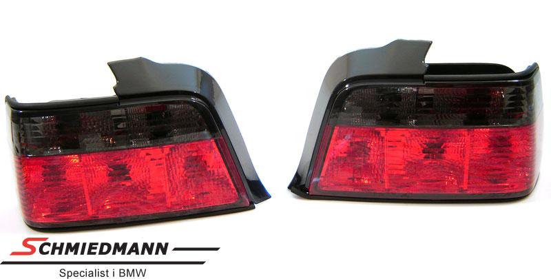 Baklykter rød/sort i krystall facelift design