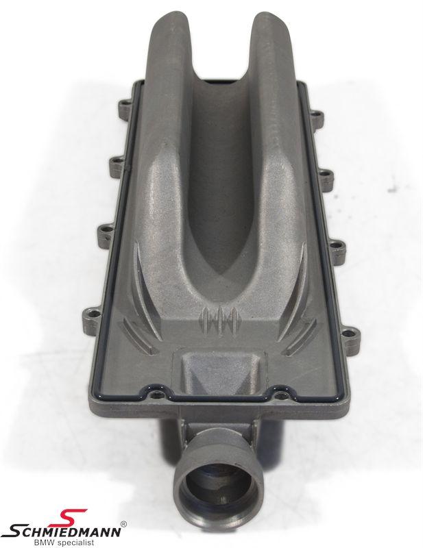 Afdækning over kølerøret imellem cylindrene inkl. pakning
