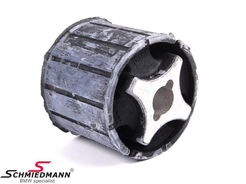 Bagbrobøsning forrest til ophæng af differentiale på bagbro vandret liggende (der er 2 stk. monteret)