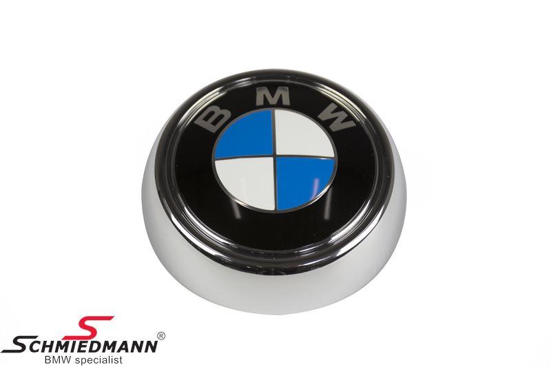Emblem tailgate, center round