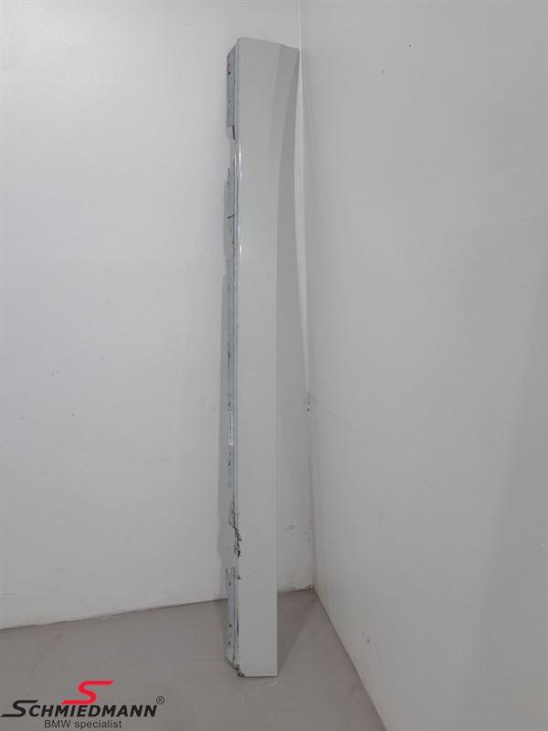 Door sill trim panel right Alpinweiss 3 300