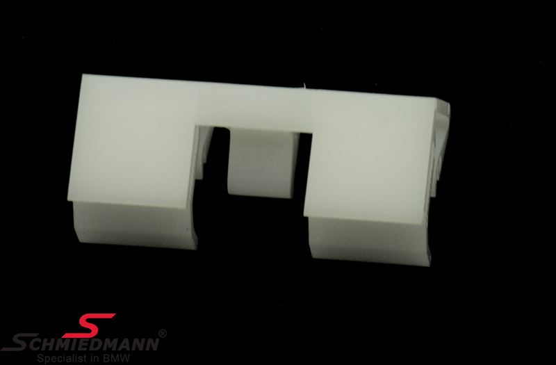 Clip for front window moulding