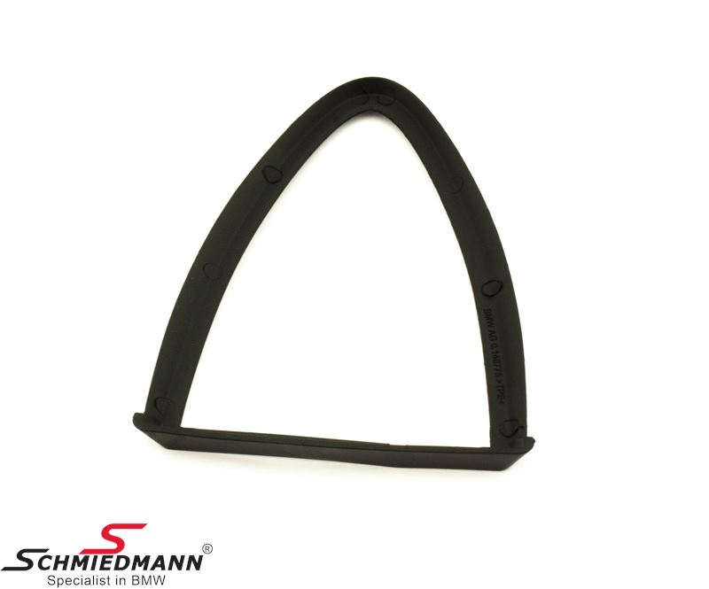 Gasket for roof antenna