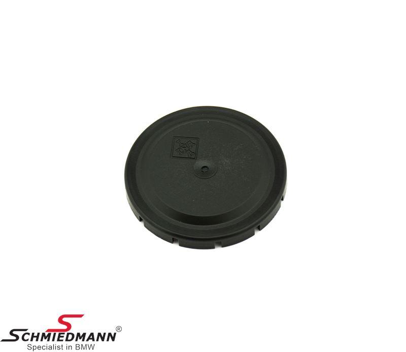 Dust cover for the belt tensioner wheel for the waterpump/alternator