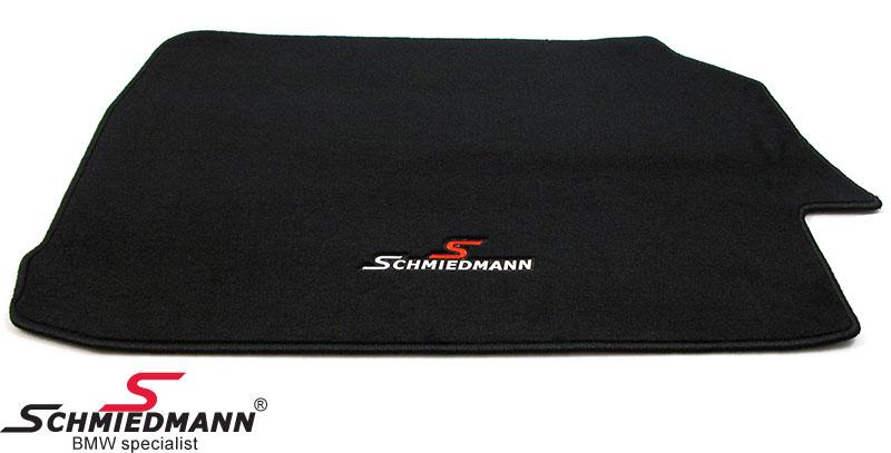 Bagasjeromsmatte sort stoff m. Schmiedmann logo