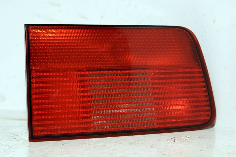B63218371329  Taillight in trunk lid left
