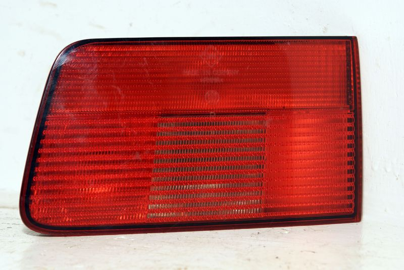 B63218371330  Taillight in trunk right