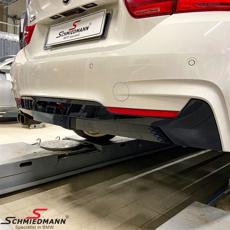 Rear apron trimpanel for M-Sport rearskirt