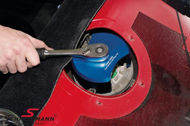 Locking ring installer/ Remover for in tank fuel pump