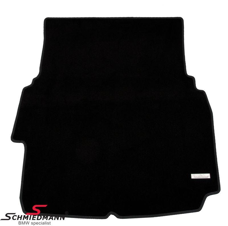 Kofferraum-Matte original Schmiedmann -Exklusiv- schwarz extra dick mit einen dezenten Metal Emblem