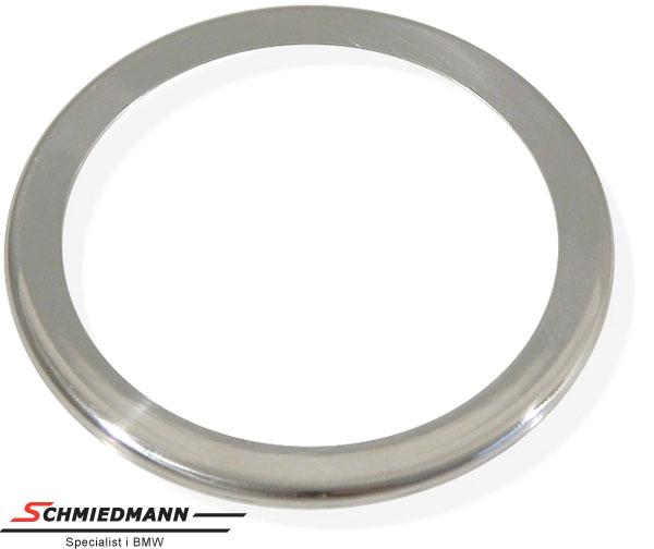 Kromramme omkring højtalere i fordørene diameter 58,5MM